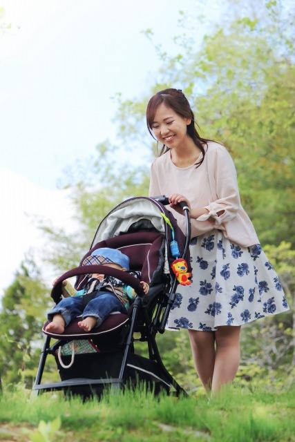 春 赤ちゃん 散歩